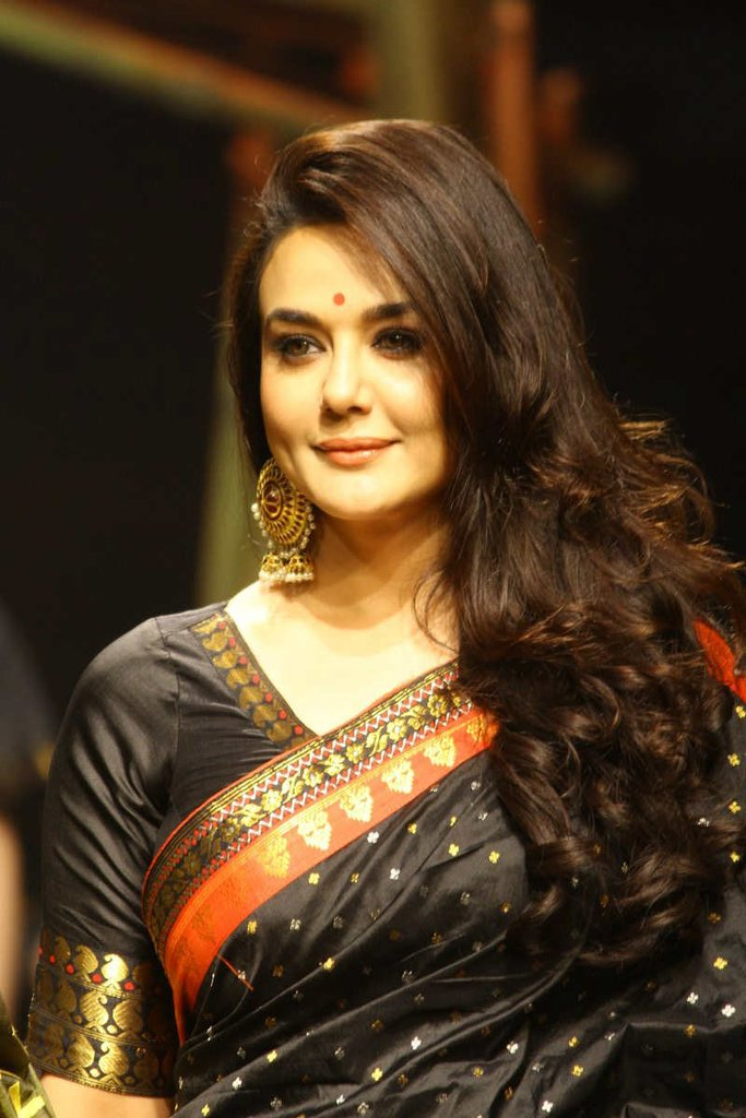 Preity zinta saree face pictures