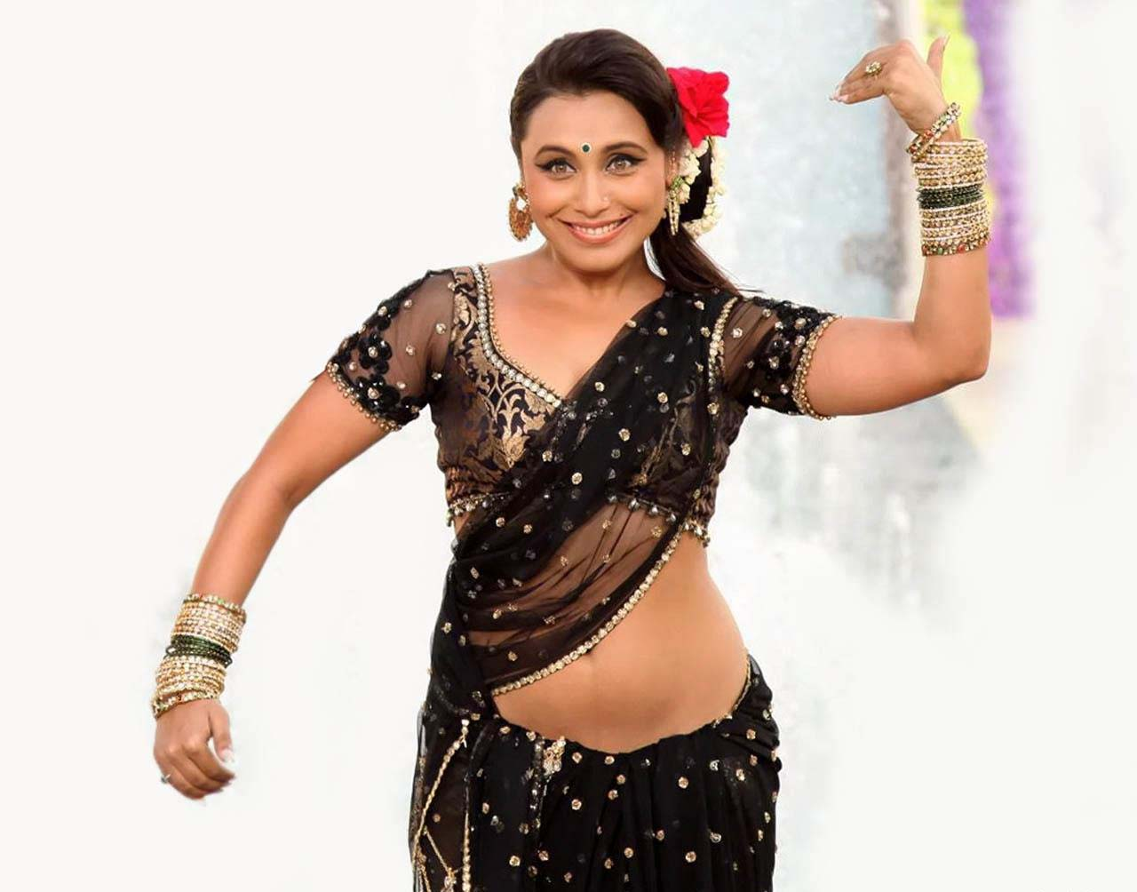 Rani mukerji hot saree photos