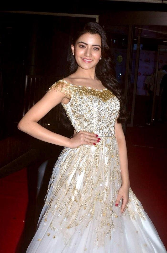 Rukshar mir white dress hd image