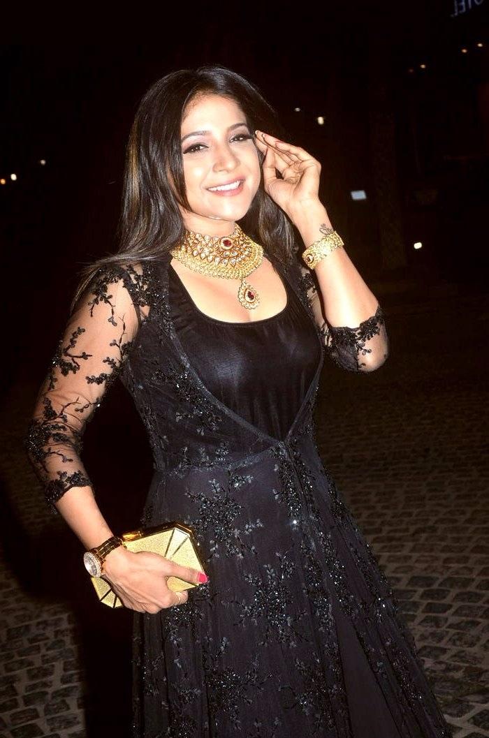 Sakshi agarwal black dress exclusive wallpaper