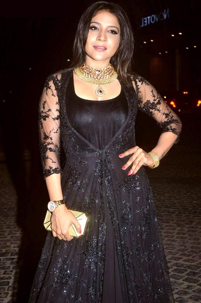 Sakshi agarwal black dress stills