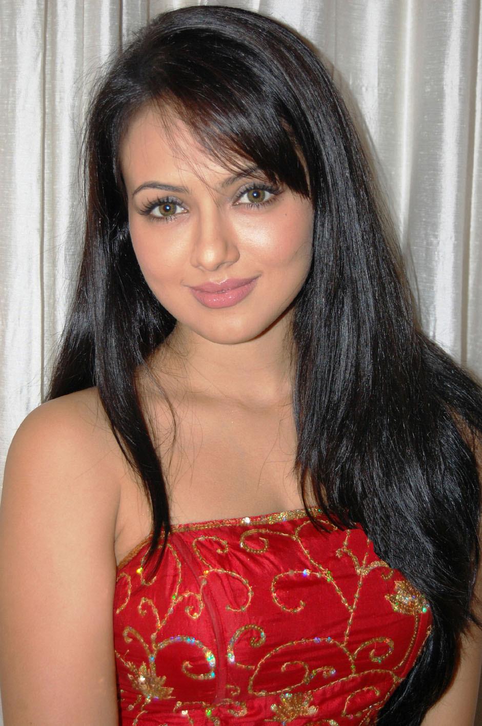 Sana khan face photos