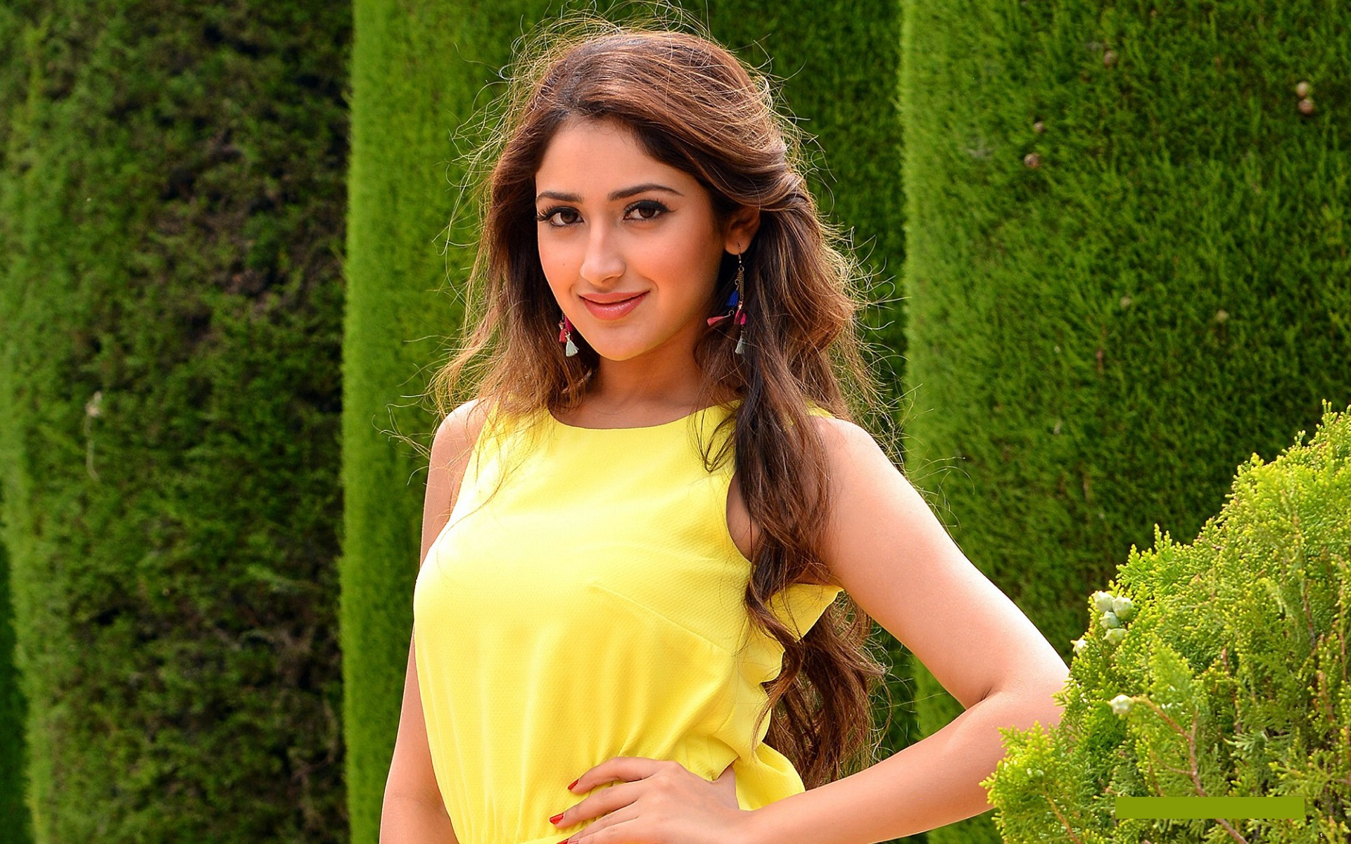 Sayesha saigal yellow dress pictures