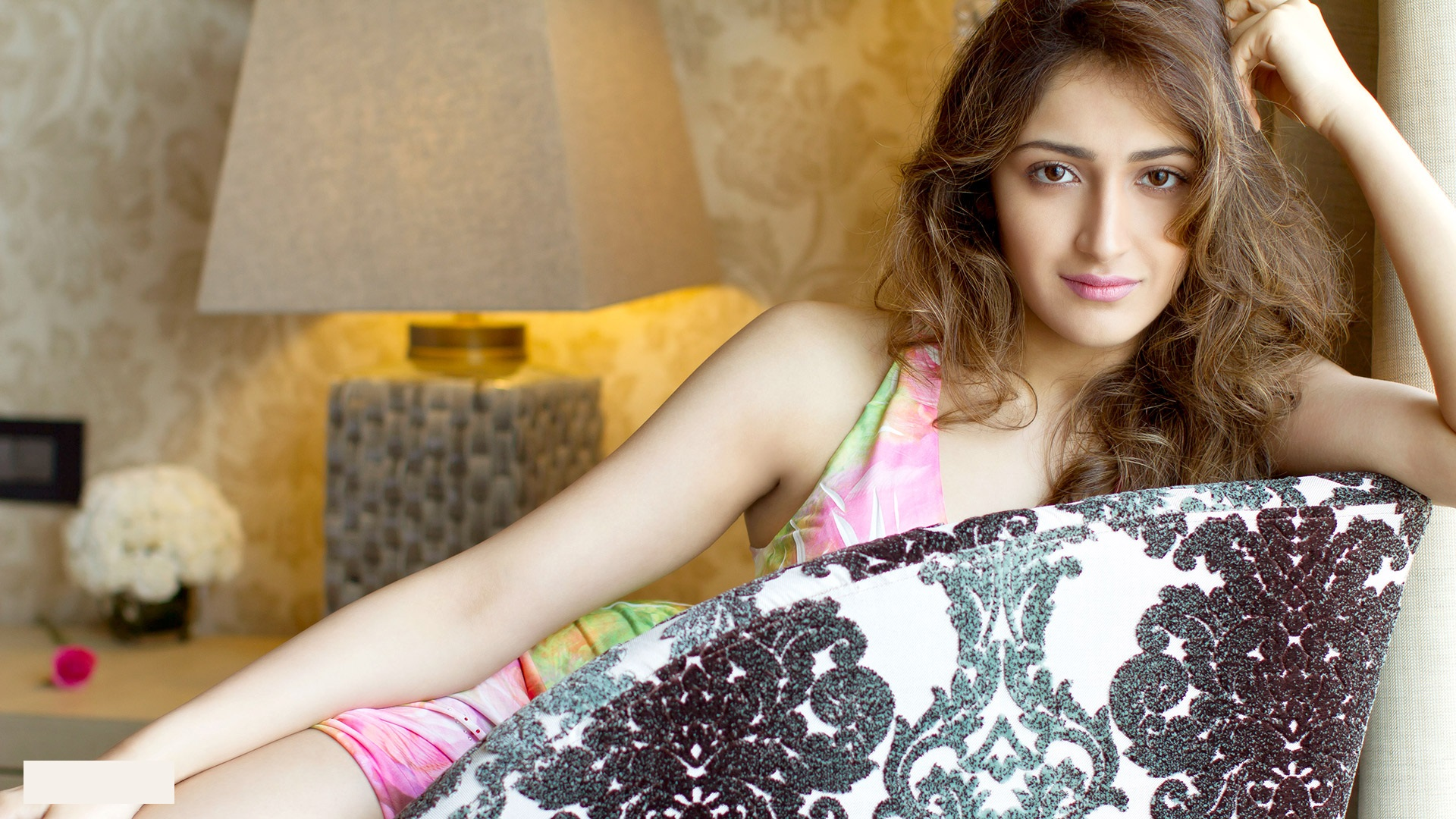 Sayyeshaa hot beautiful pictures
