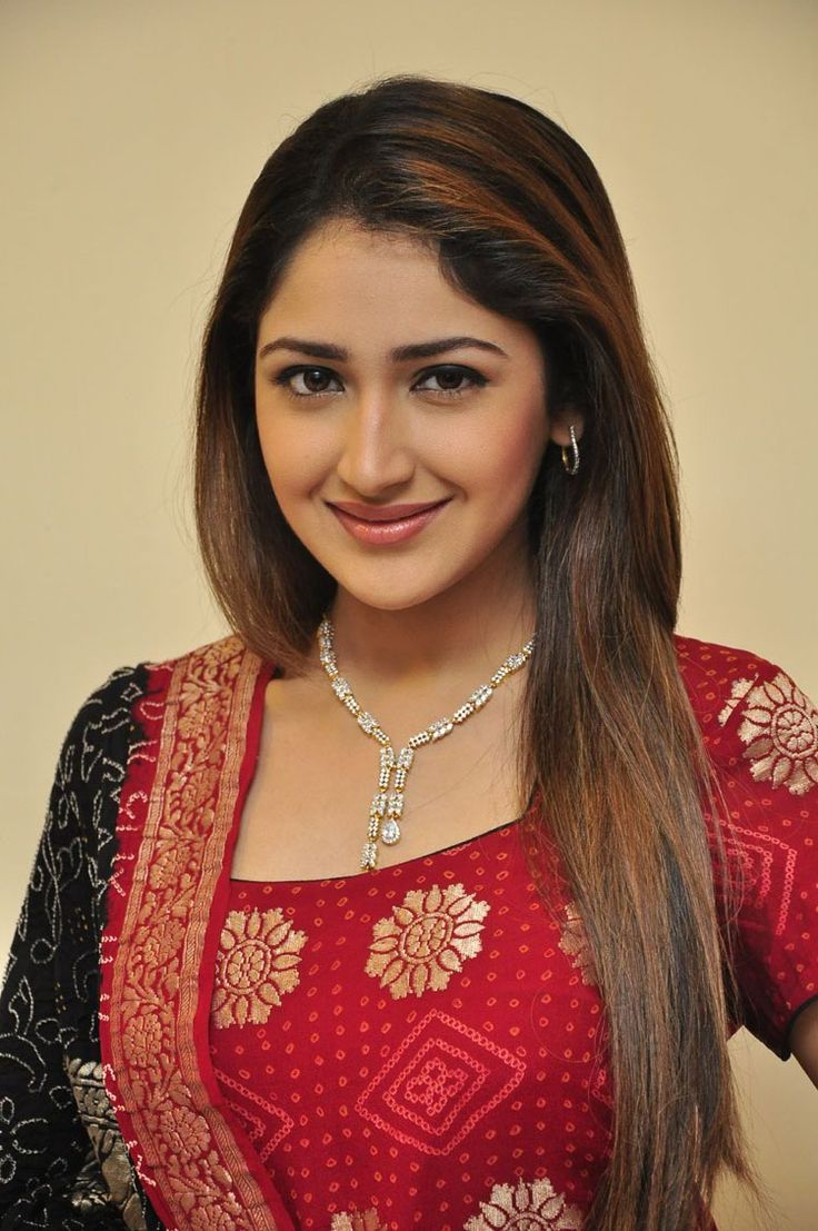 Sayyeshaa saigal red dress pictures