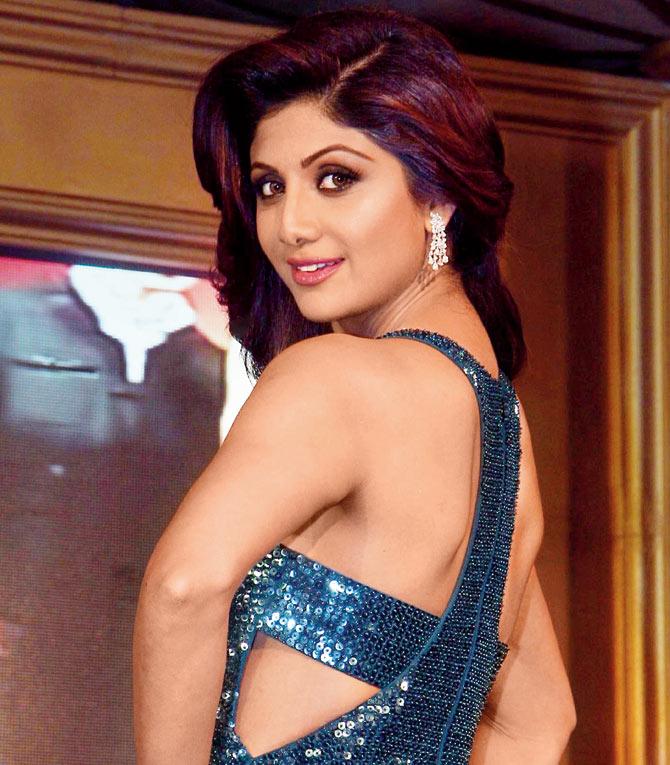 Shilpa shetty backless photos