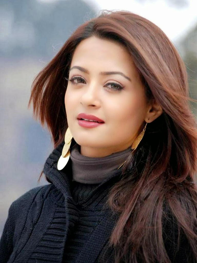 Surveen chawla face pictures