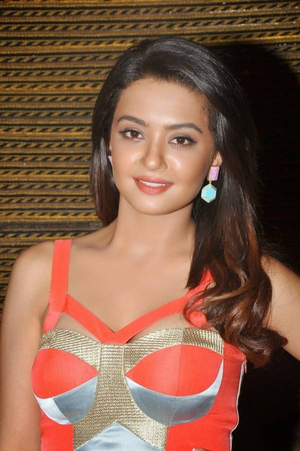 Surveen chawla pictures
