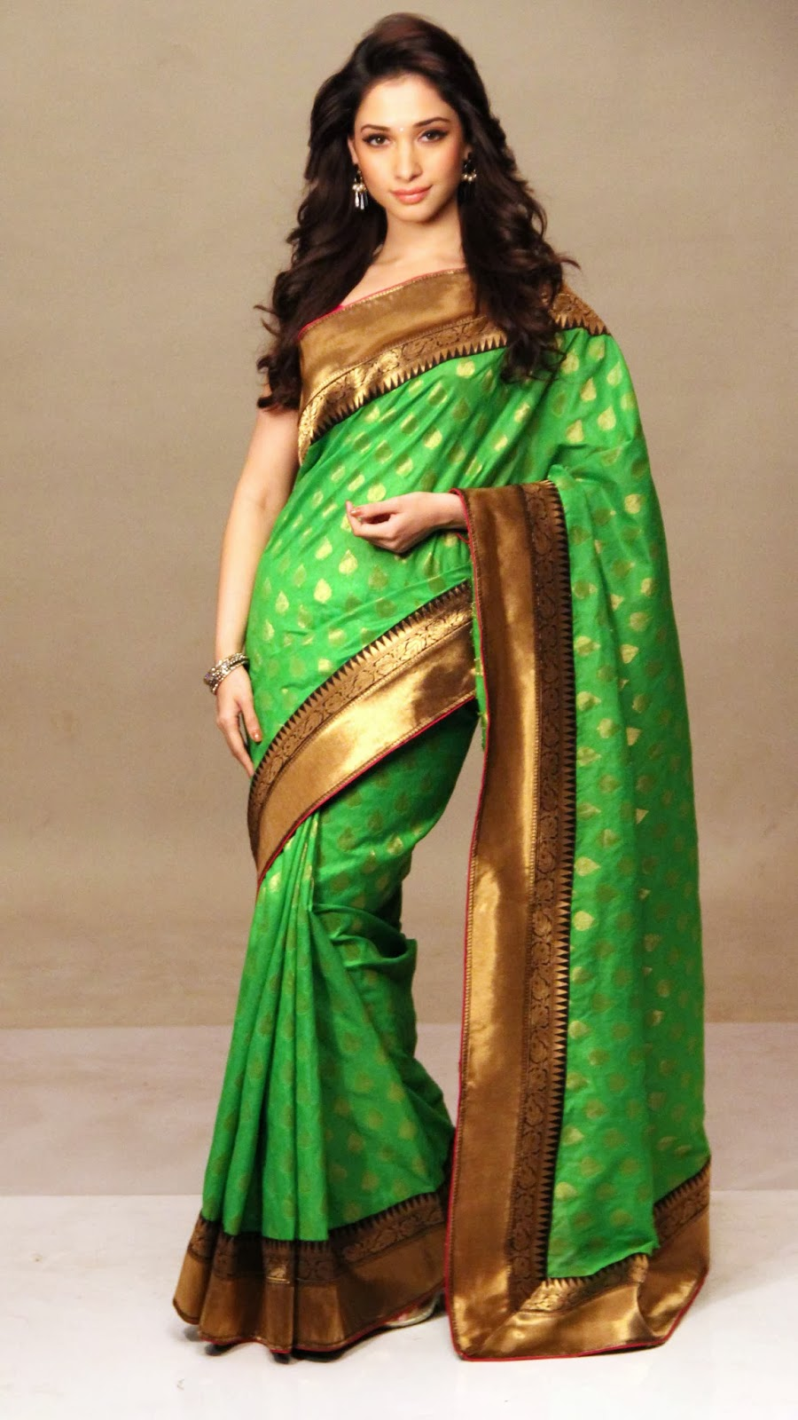 Tamanna bhatia dark green saree pictures