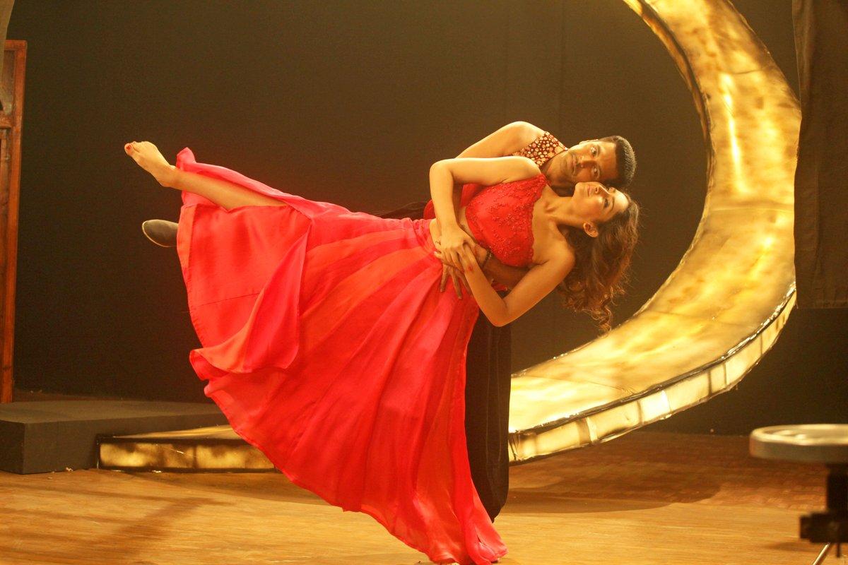 Vanamagan jayam ravi sayesha saigal dance photos