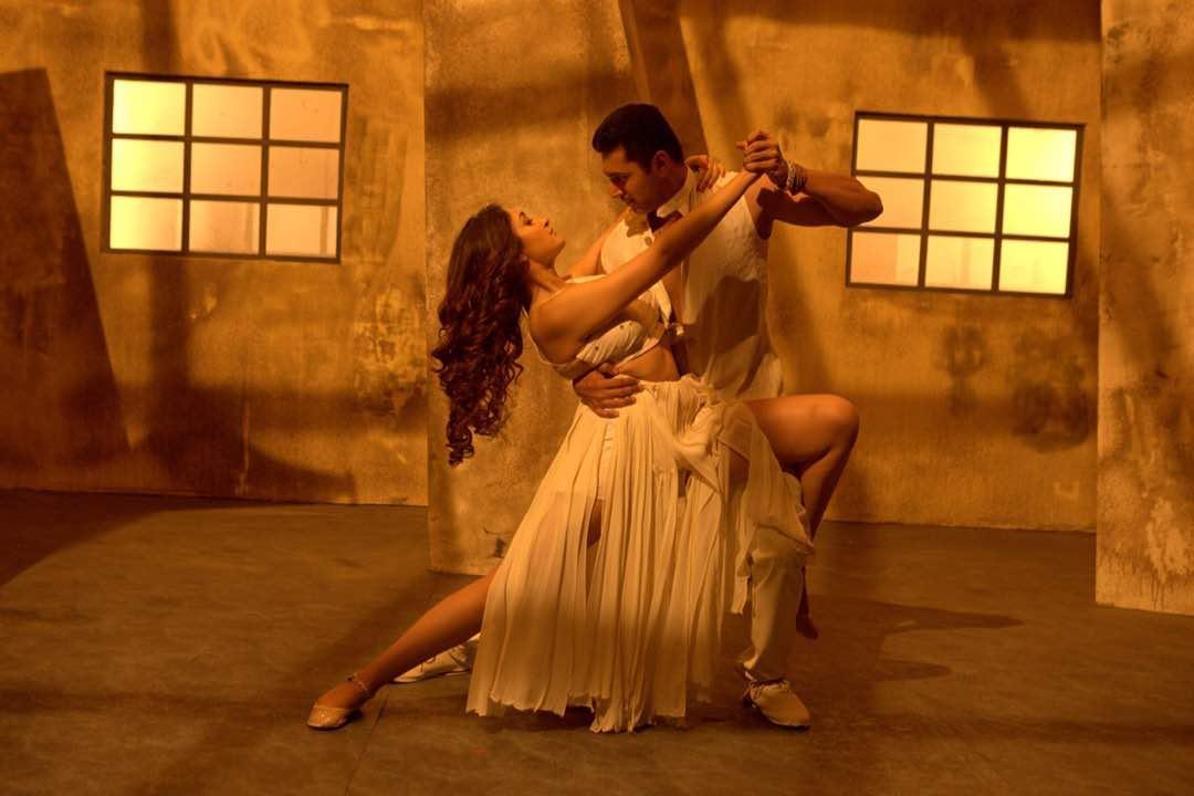 Vanamagan jayam ravi sayesha saigal romantic photos