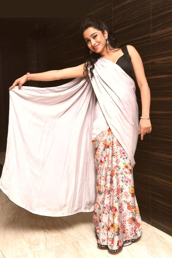 Vidya white saree actress photos