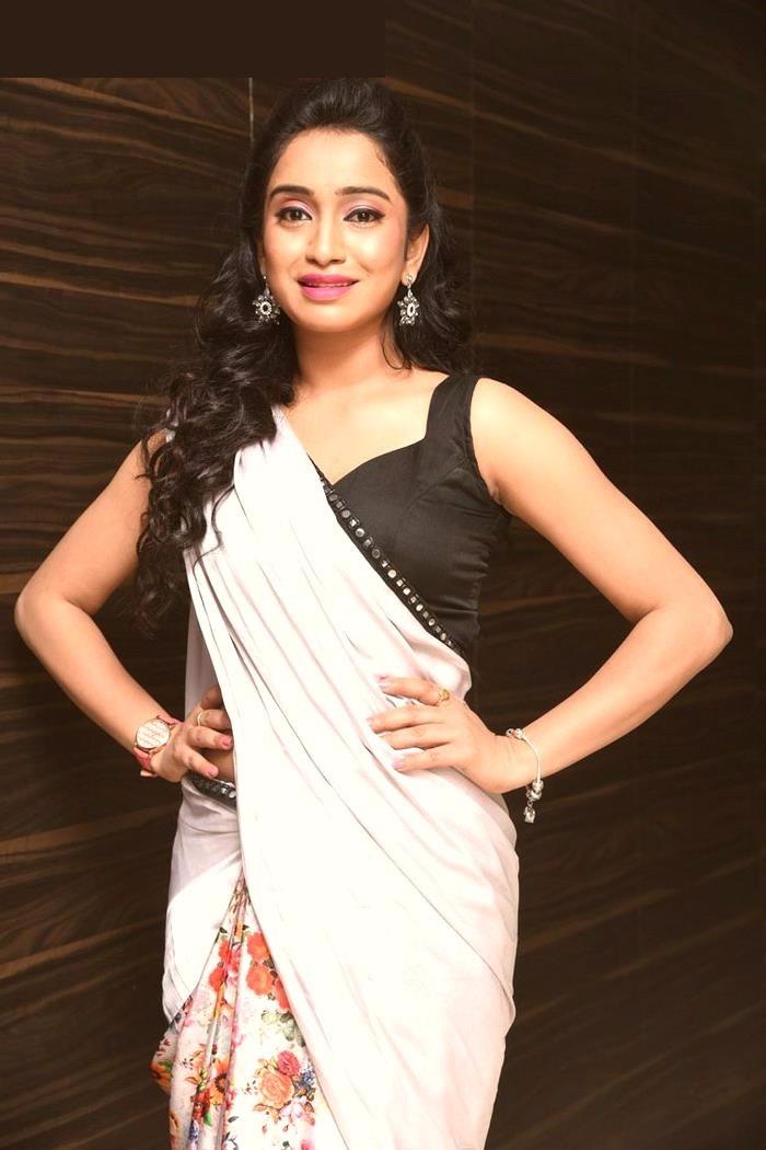 Vidya white saree modeling stills