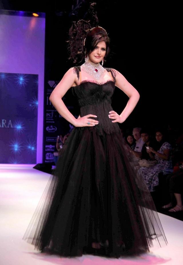Zareen khan black color dress pics