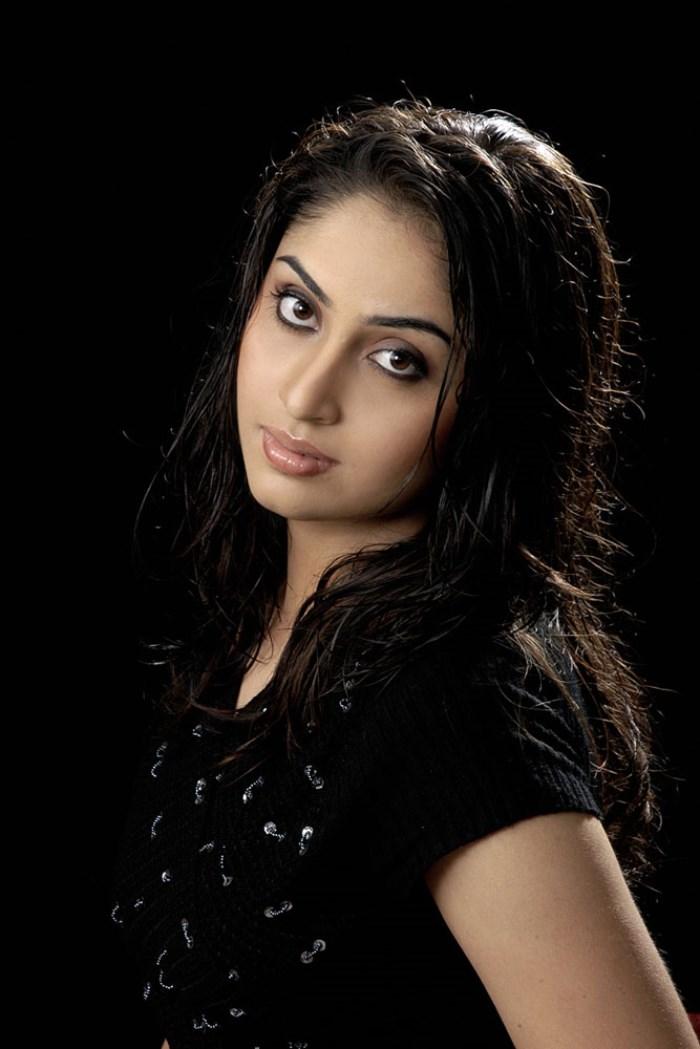 Aishwarya nag romantic look pics