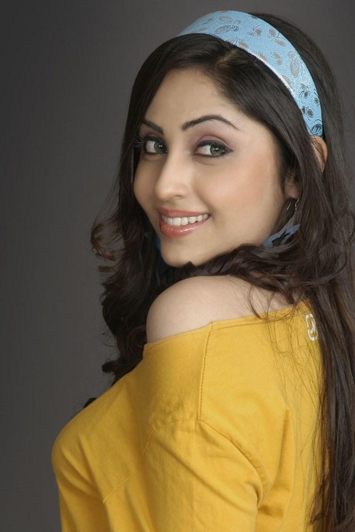 Aishwarya nag side look photos