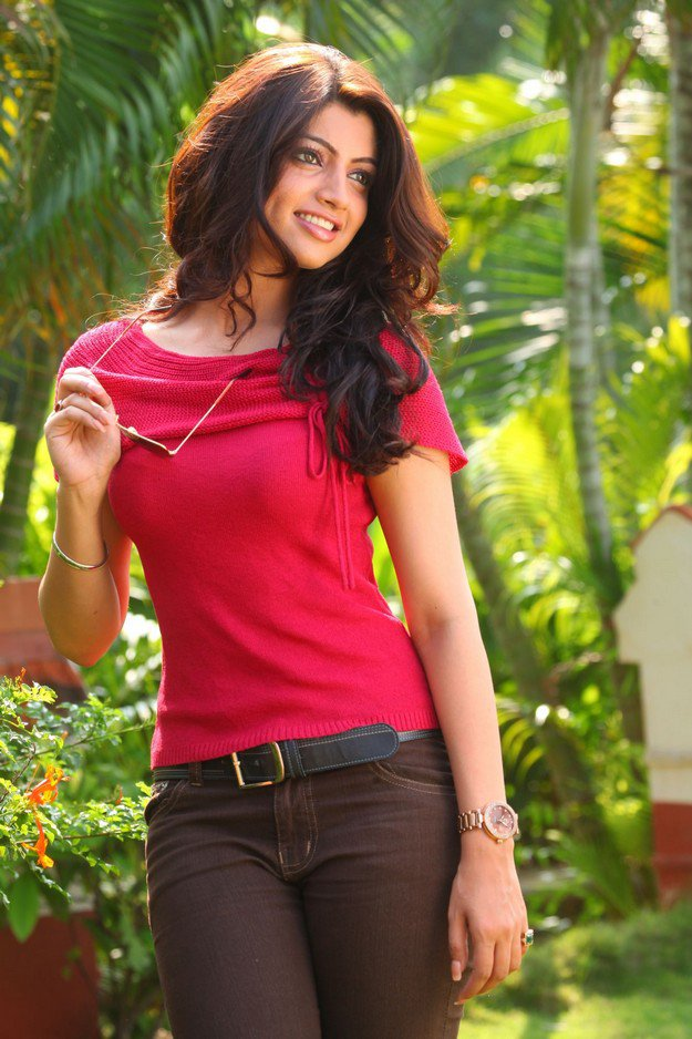 Akanksha puri red dress pictures