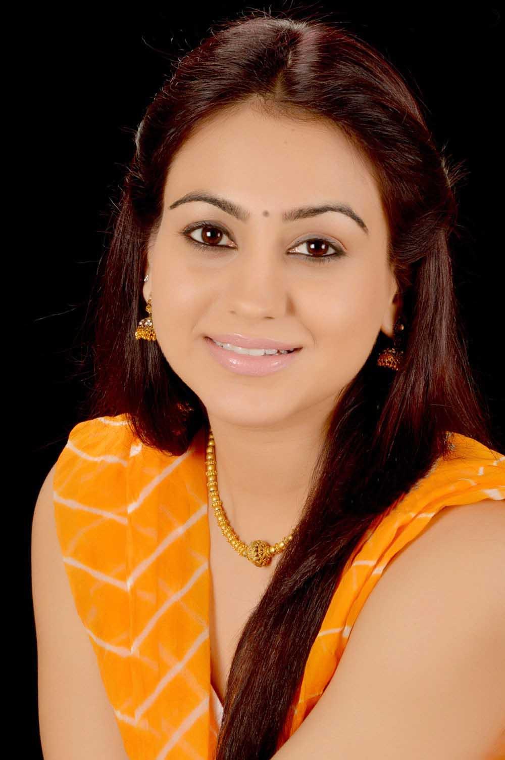 Aksha pardasany face gallery