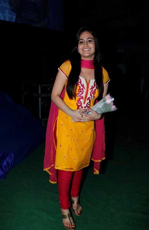 Aksha pardasany night in street photos