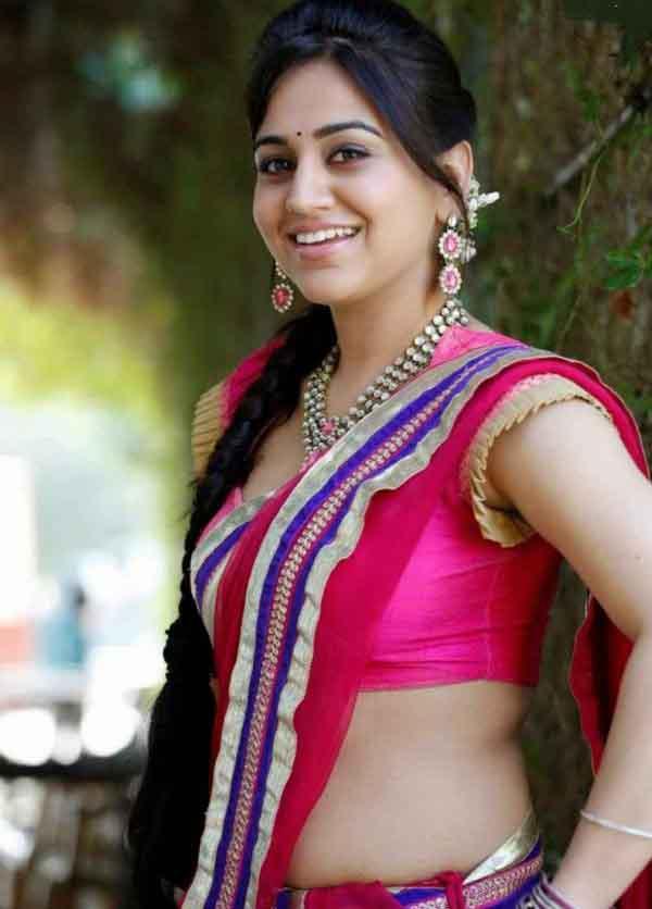 Aksha pardasany saree smile photos