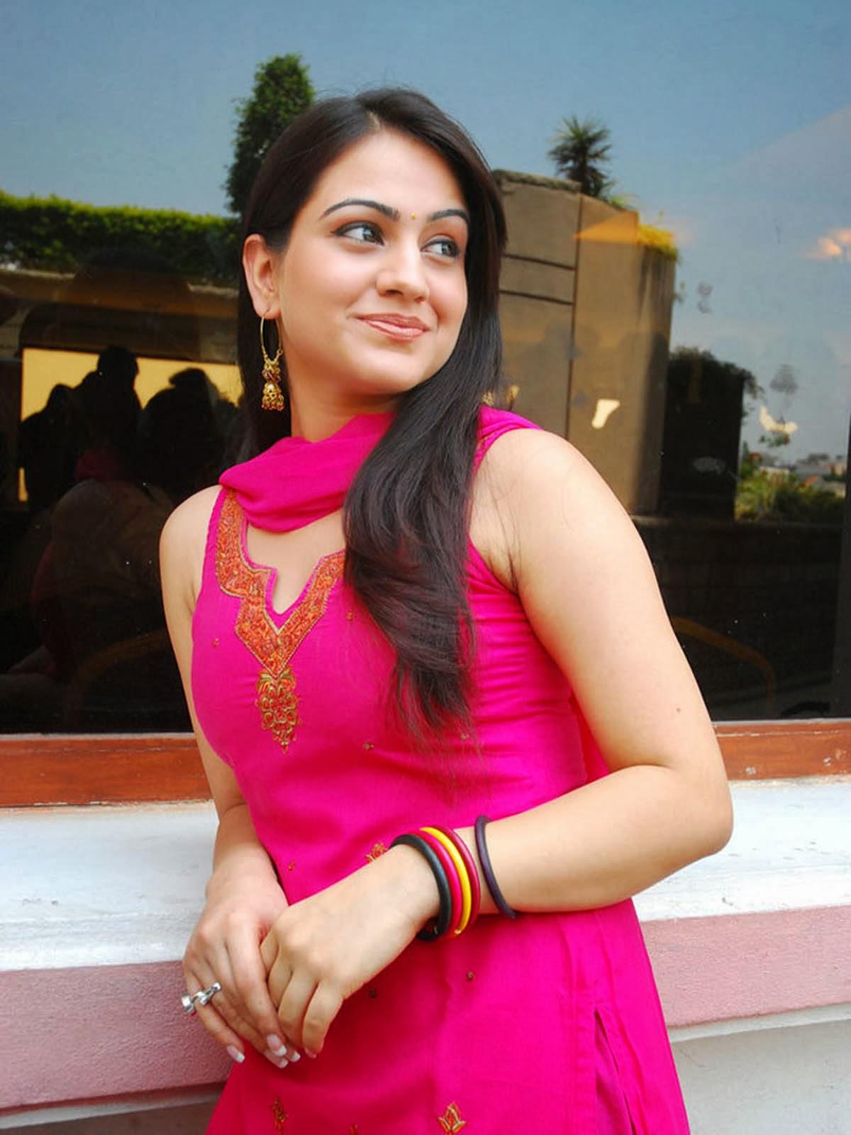 Aksha pardasany unseen photos