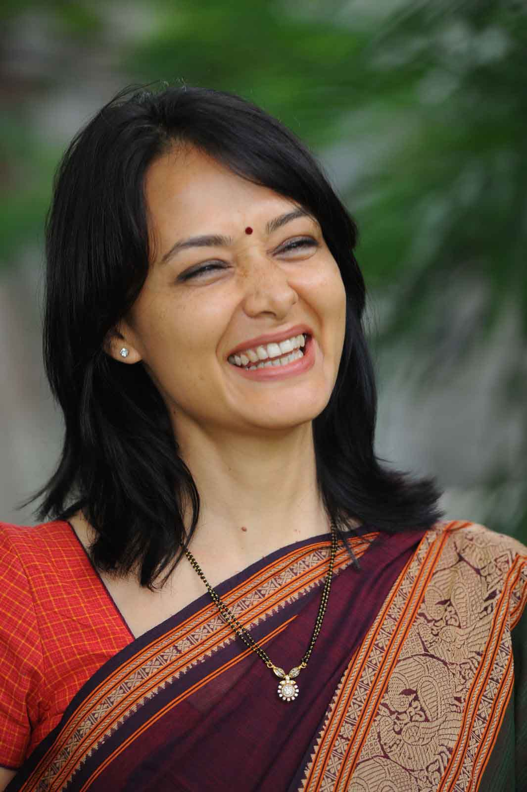 Amala smile pictures