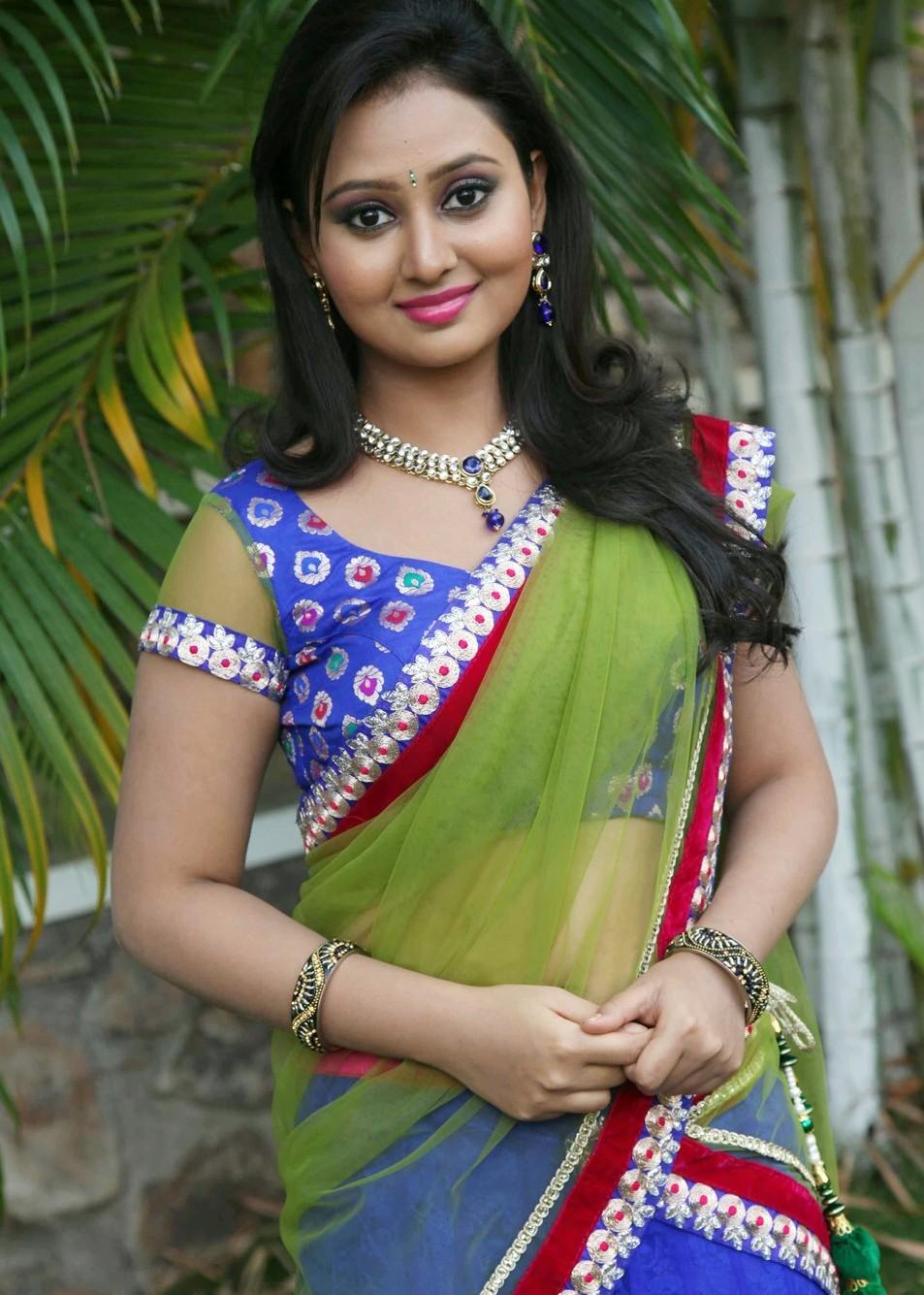 Amoolya saree photos