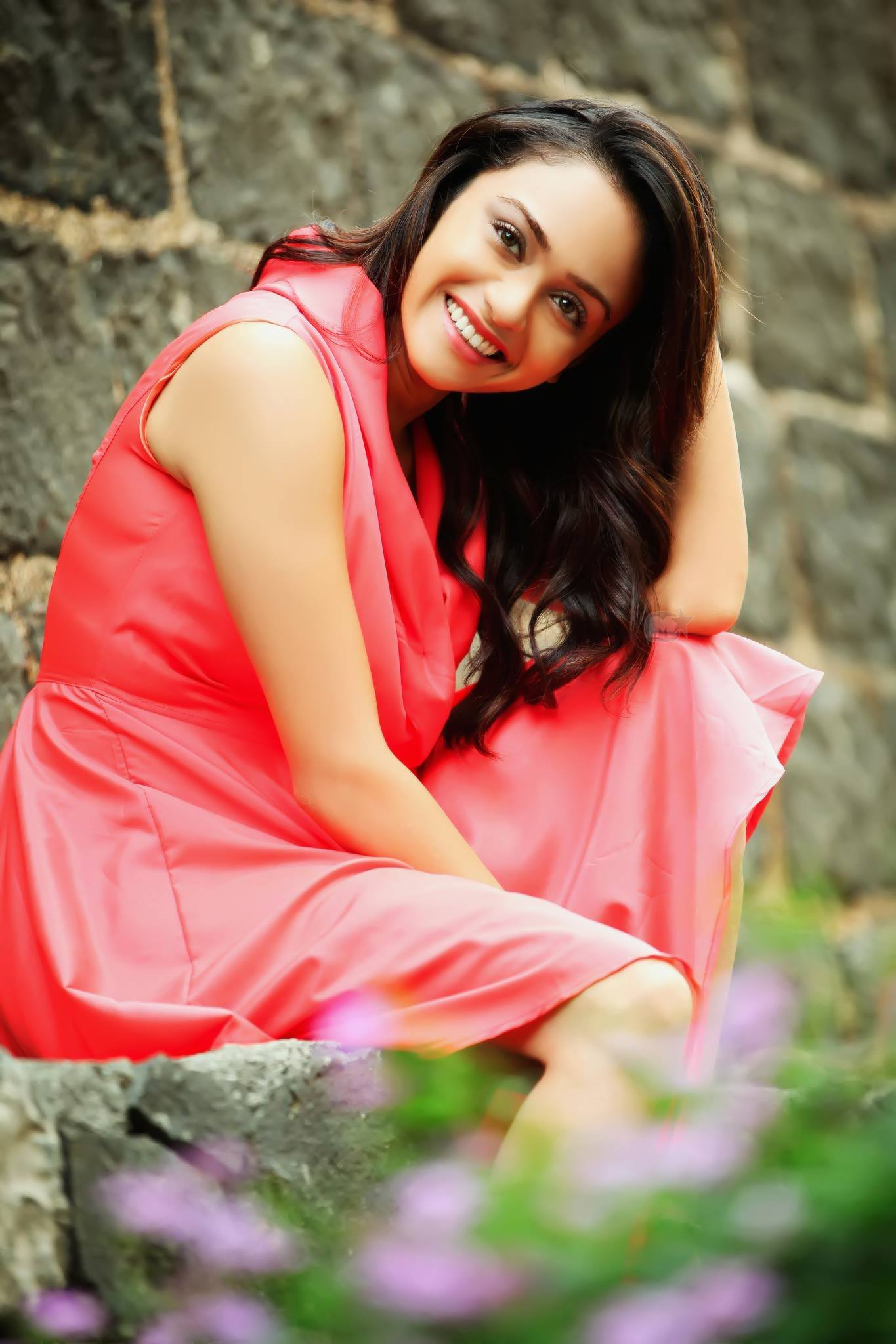 Amruta khanvilkar red dress photos