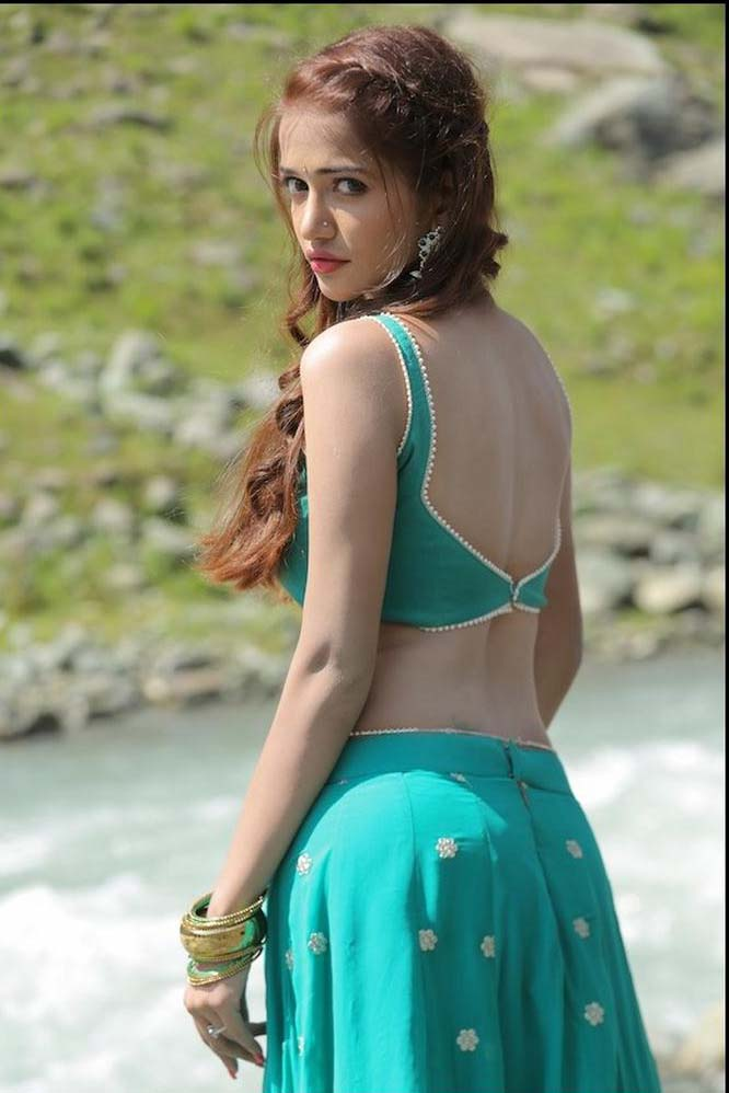 Anaika soti half saree photos