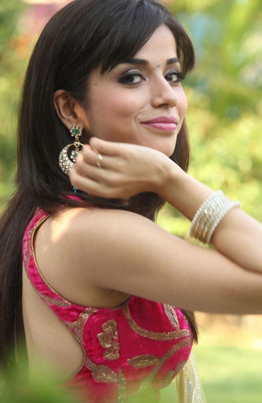Aparnaa bajpai backless photos