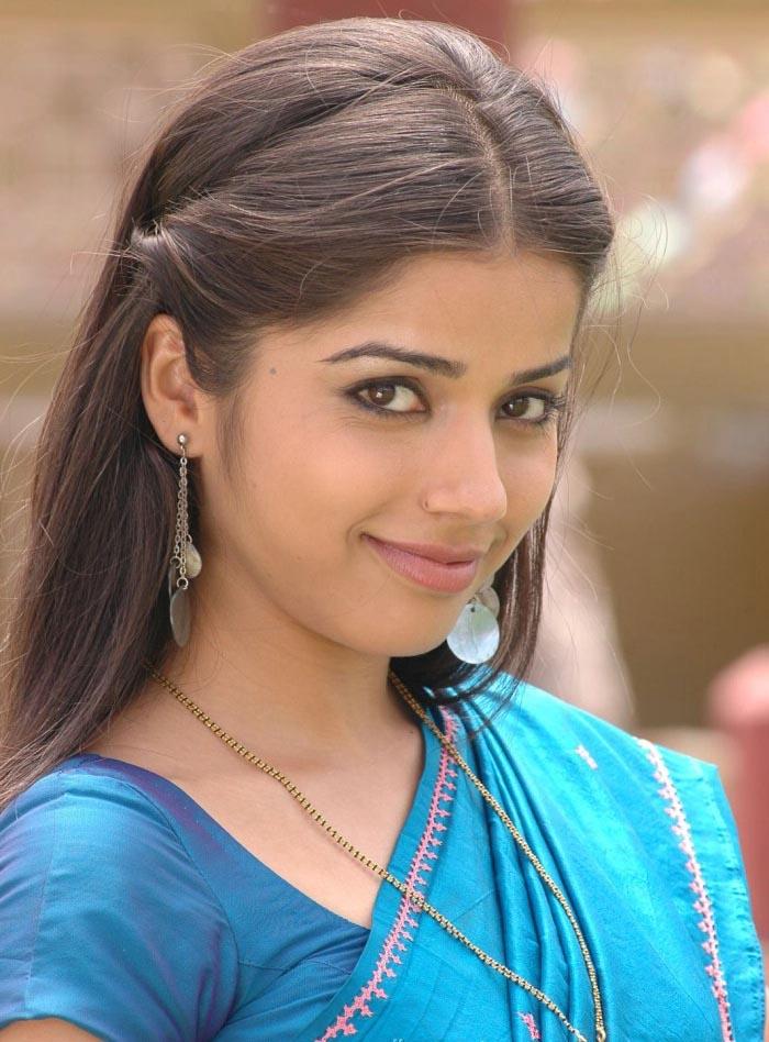 Aparnaa bajpai saree pictures