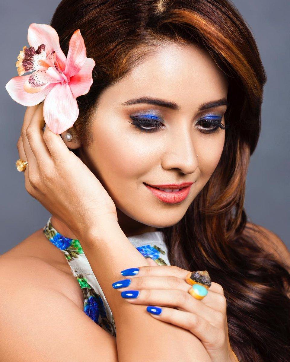 Asha negi face pictures