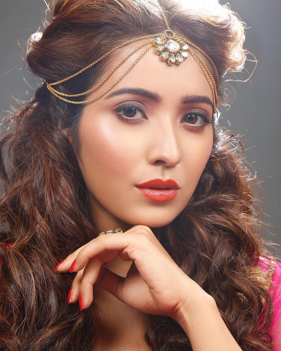 Asha negi hairstyle photos