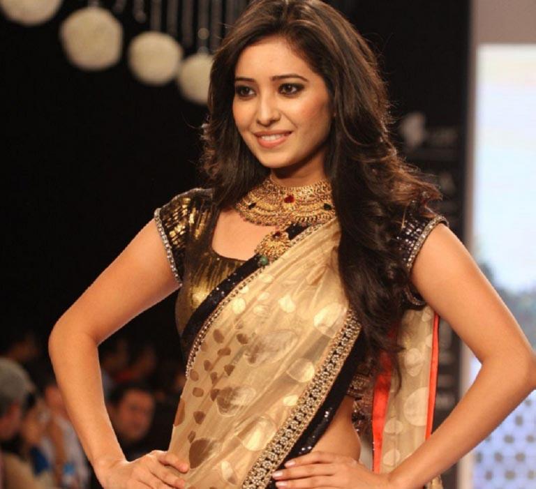 Asha negi saree photos