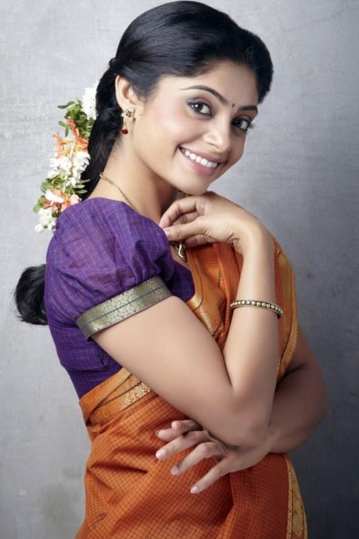 Bhavana rao saree side look pics