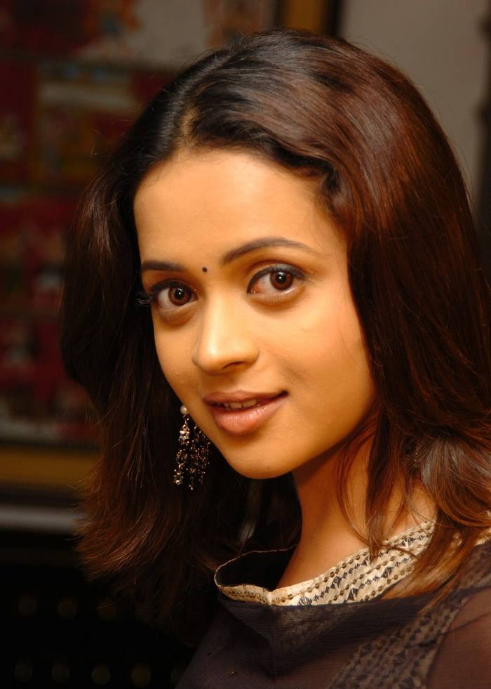 Bhavana romantic look photos