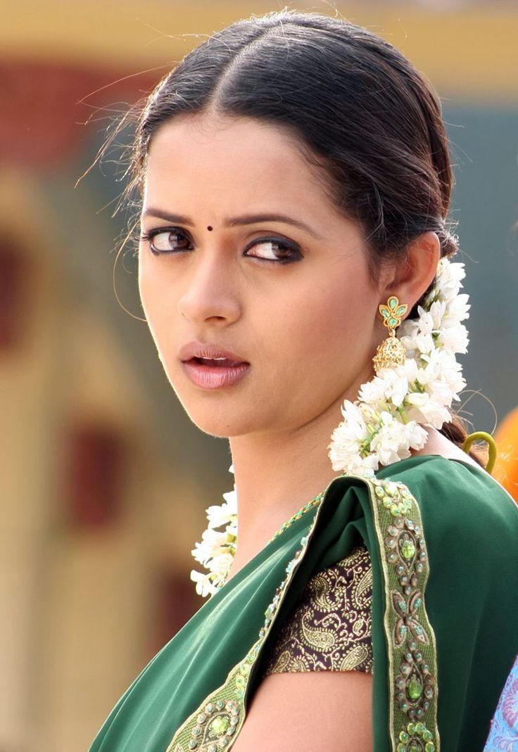 Bhavana saree face pictures