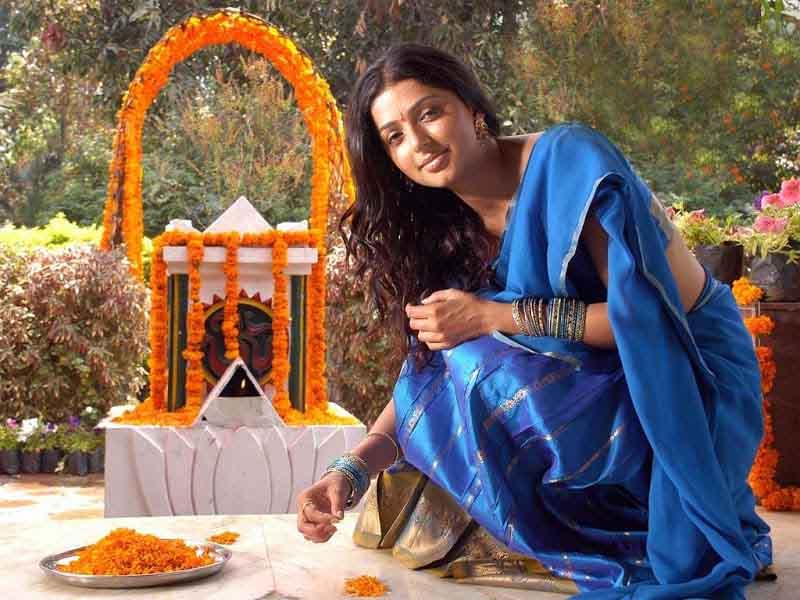 Bhoomika chawla cute saree photos