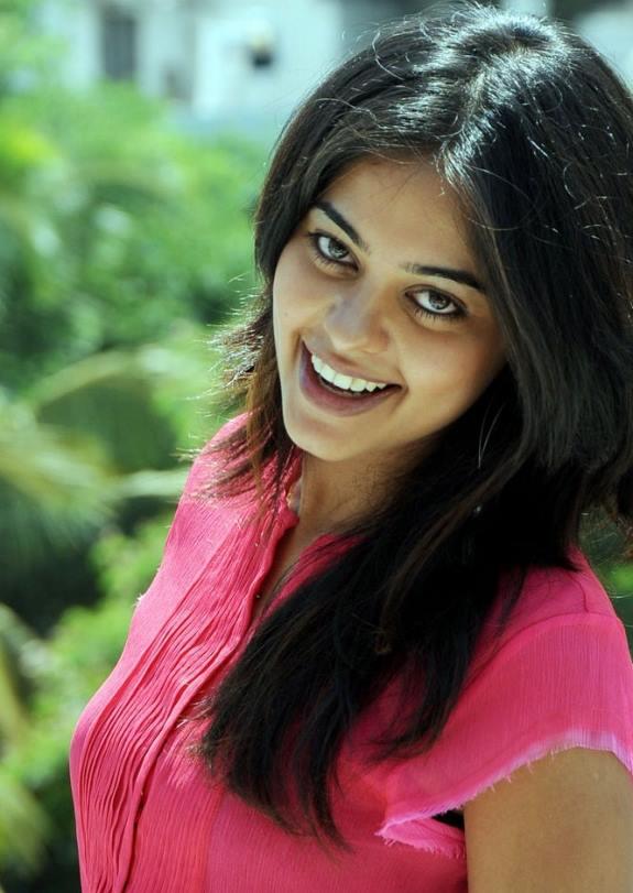 Bindu madhavi face photos