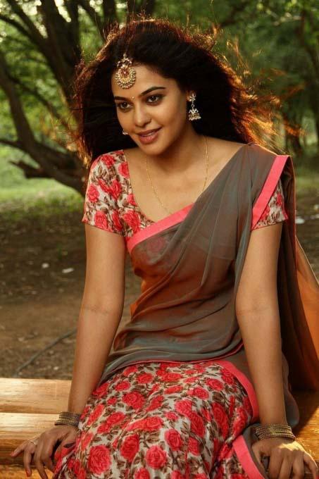 Bindu madhavi half saree photos