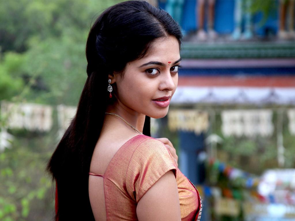 Bindu madhavi saree side look photos