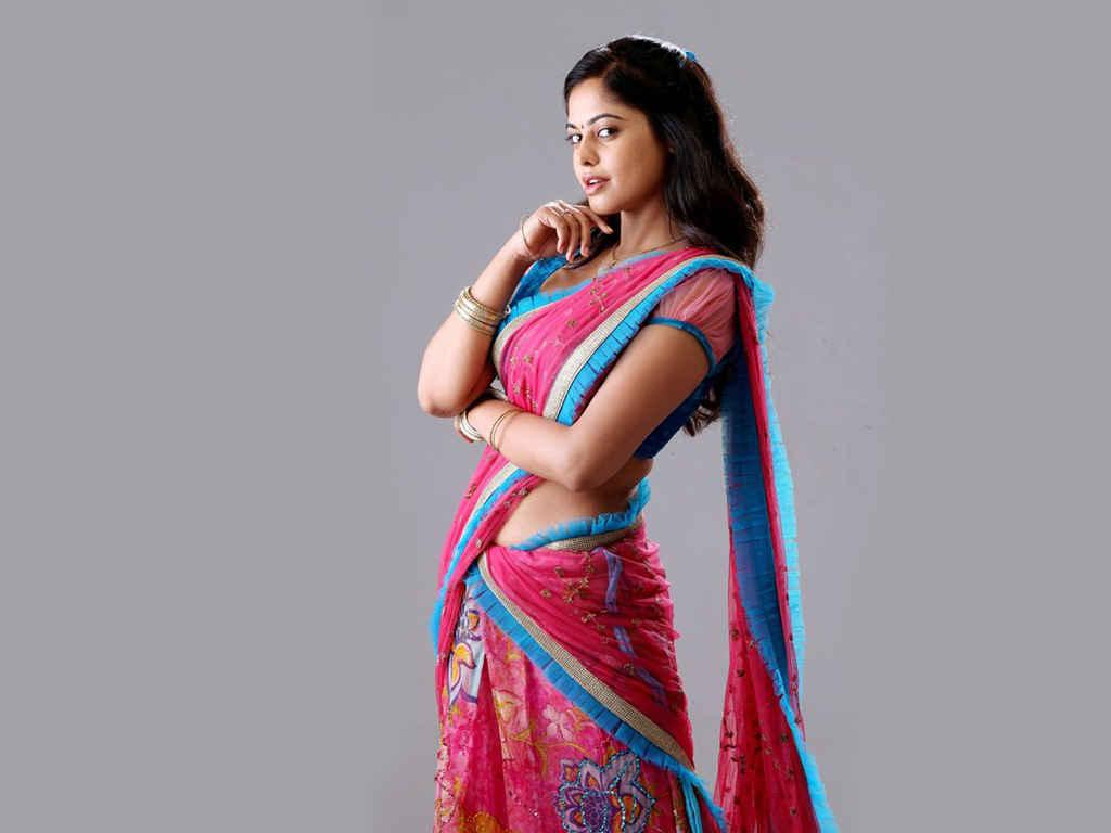 Bindu madhavi saree wallpapers