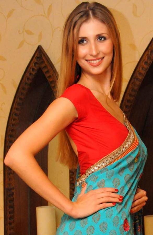 Claudia ciesla saree side look pictures