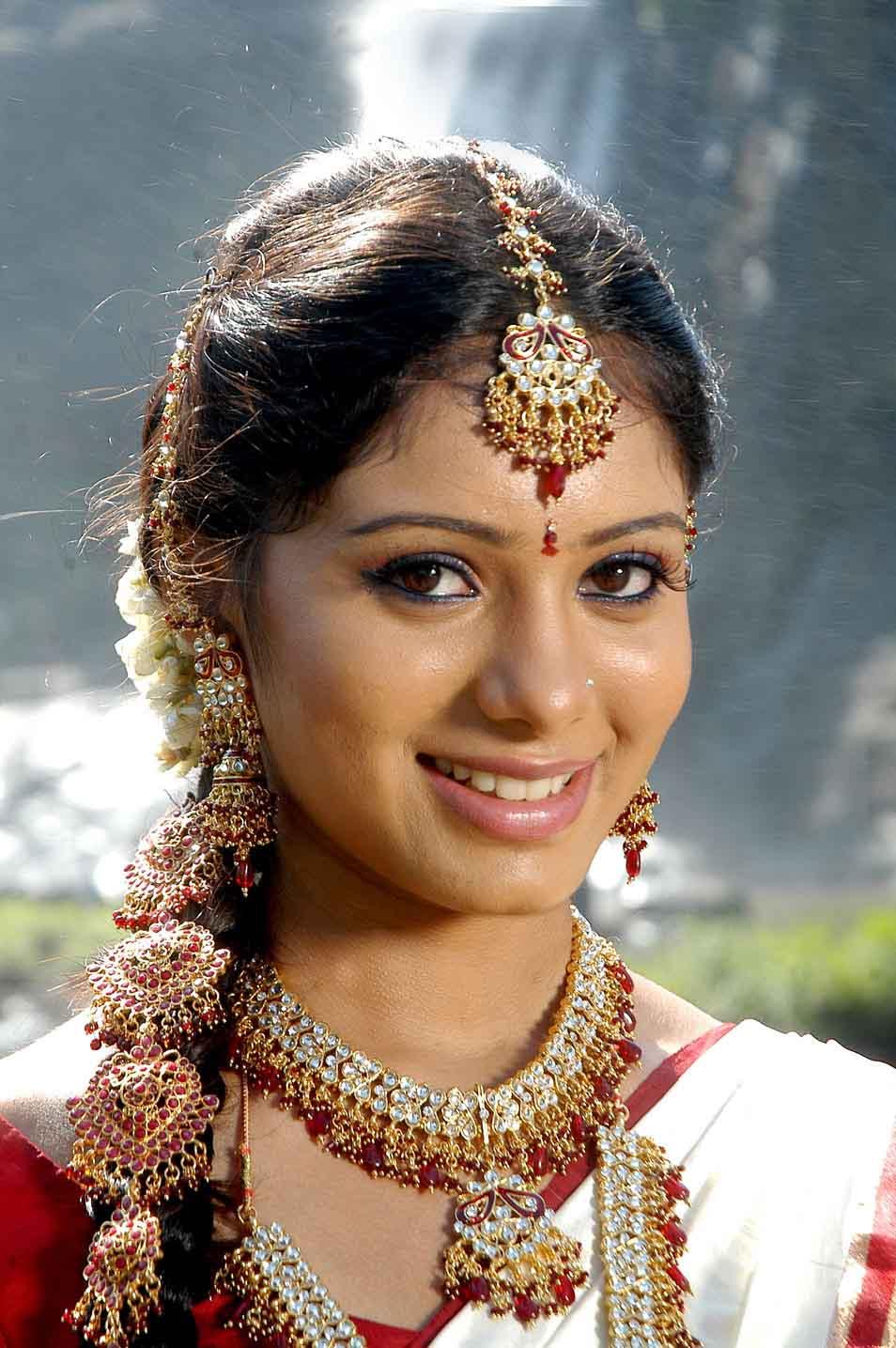 Deepa sannidhi cute smile in saree photos