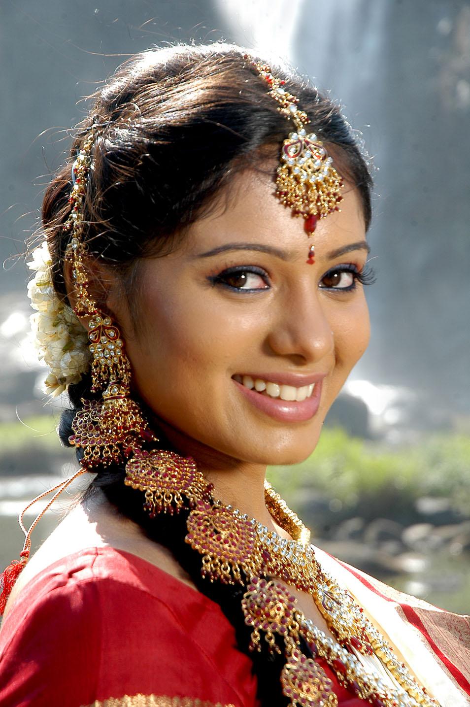 Deepa sannidhi saree face pictures