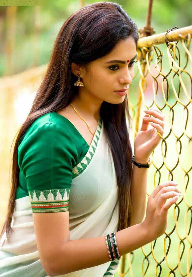 Deepa sannidhi saree side look photos