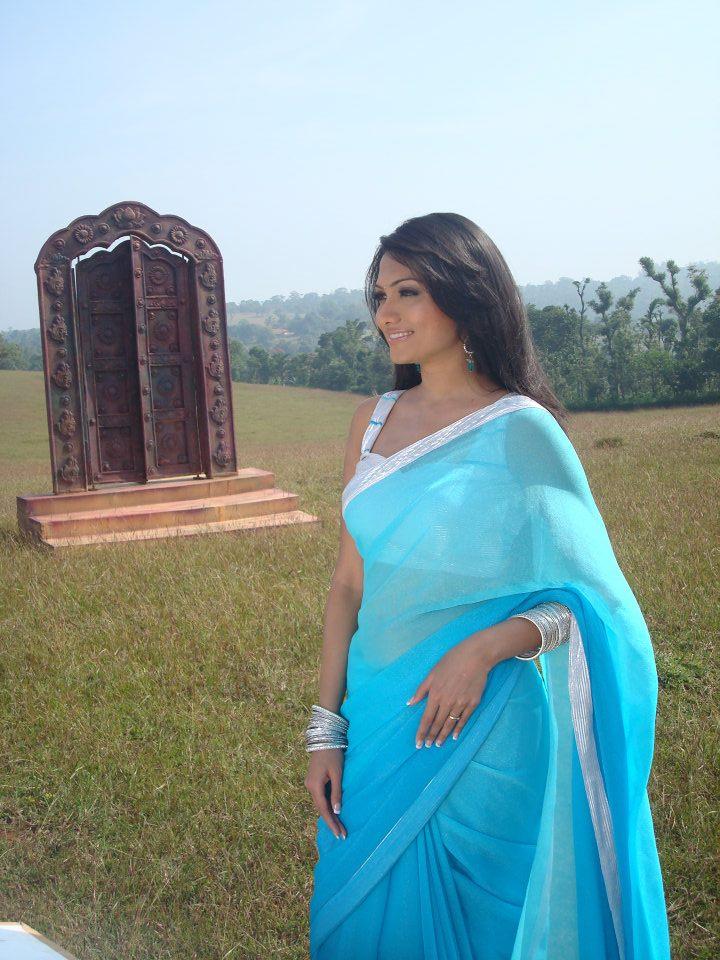 Deepika kamaiah blue saree side look photos