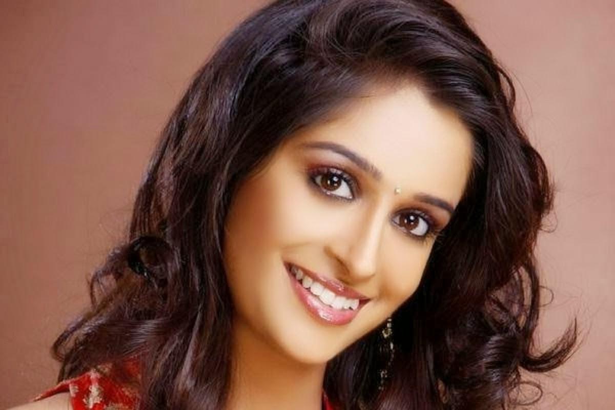 Deepika samson smile pictures