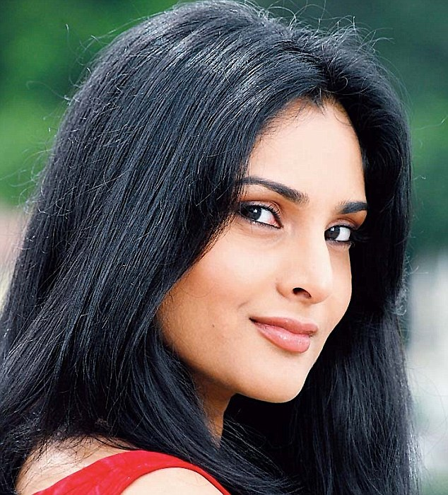 Divya spandana face wallpapers