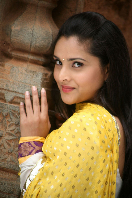 Divya spandana romantic look photos